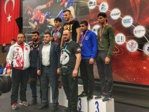 Düzce Üniversitesi öğrencisi Türkiye Şampiyonu oldu