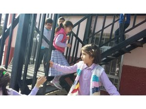 Öğrencilere yangın merdiveni kullanımı öğretildi