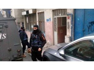 Sobasını yakmak için kömürlüğe inen kadın el bombası buldu