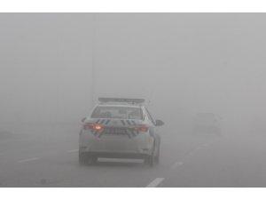Sivas'ta yoğun sis sürücülere zor anlar yaşattı