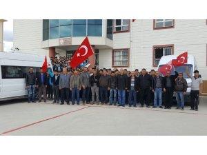 Lise öğrencileri harçlıklarını, servis şoförleri kazançlarını Mehmetçiğe gönderdi