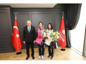 İBB Başkanı Uysal, dünya 2'incisi sporcuyla bir araya geldi