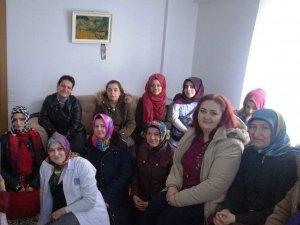 Serdivan'da 'Mahalle Gönüllüsü' olarak evlere misafir oluyor