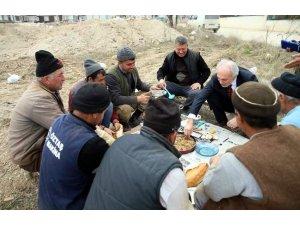 Başkan, inşaat işçileriyle yemek yedi