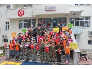 İlkokulu öğrencilerinden askerlere mektup