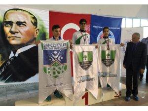 Paletli yüzme branşında Türkiye şampiyonu yine Şehitkamil