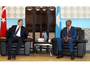 Başbakan Yardımcısı Çavuşoğlu, Somali'de