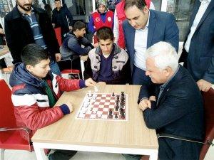 Başkan Toprak gençlerle bir araya geldi