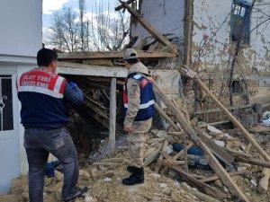 Tokat'ta kullanılmayan iki katlı ahşap ev çöktü: 1 ölü