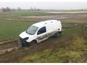 Yoldan çıkan araç tarlaya uçtu: 1 yaralı
