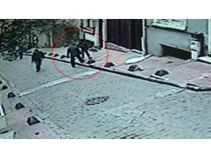 Beyoğlu'ndaki kadına bıçaklı saldırı kamerada