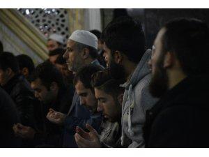 Sabah namazında buluşan öğrenciler, Mehmetçik için dua etti