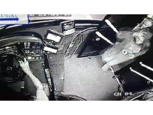 Kahraman şoför, yolcunun çantasını hırsızlardan kurtardı