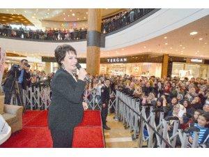 Türk sinemasının hanımefendisi Şanlıurfa ve Kahramanmaraş'ta gönülleri fethetti
