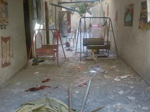 Esed rejimi İdlib'de anaokuluna saldırdı