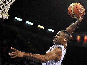Westbrook'tan bir 'triple double' daha