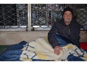20 yıldır sokaklarda yatıyor