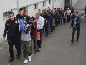 60 kişilik dolandırıcı çetesi adliyeye sevk edildi