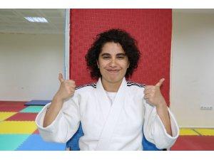 Hayatı judo ile değişen Ayşegül'ün hayali öğretmen olmak