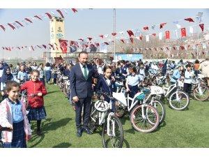 İzmitli öğrencilerin bisikletleri Başkan Doğan'dan
