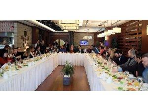 """Başkan Karaosmanoğlu: """"Çözüm odaklı çalışarak vatandaşımızın duasını alıyoruz"""""""