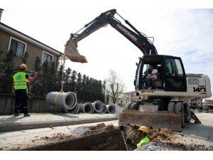 Yağmursuyu hattı çalışmaları Eski Kazımpaşa Caddesi'nde sürüyor