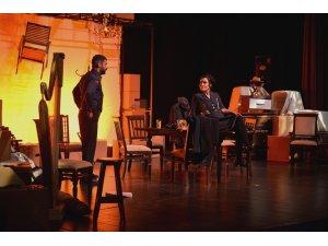 """Arthur Miller'in ünlü eseri """"Bedel' Maltepe'de sahnelendi"""