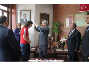 Boks'ta Avrupa 2.'si olan Selma, Vali Çınar'ı ziyaret etti