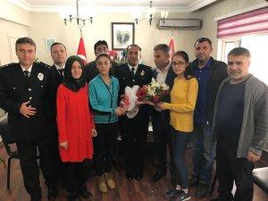 öğretmen ve öğrenciler 10 Nisan Polis Haftasını kutladı