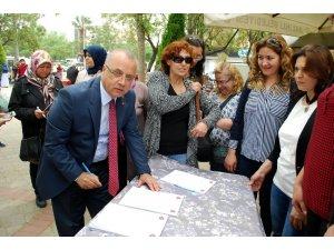 Salihli MHP'den çocuk istismarına karşı imza kampanyası