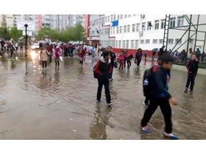 Gaziantep'te dolu ve sağanak yağış hayatı felç etti