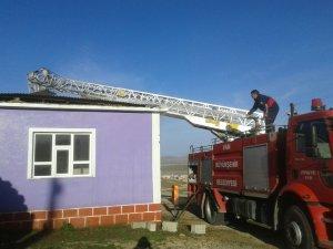 Çaldıran'da iki evde şüpheli yangın