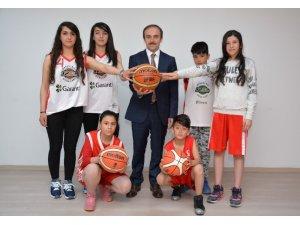 Basketbolun sürpriz isimler Hakkari'ye gelecek