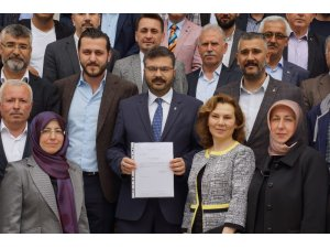 Aydın AK Parti'nin yeni yönetimi mazbatasını aldı
