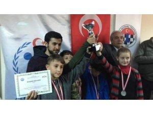 Gazi Emet İlkokulu satrançta il ikincisi oldu