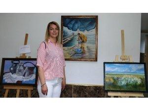 Kadın ressamdan kimsesiz çocuklar yararına sergi