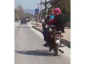 Kastamonu'da motosiklette tehlikeli yolculuk