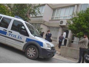 Kuşadalı 67 yaşındaki avukat evinde ölü bulundu