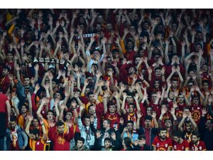Galatasaray taraftarları, Sinan Erdem'i doldurdu