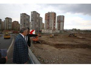Başkan Çelik, Orgeneral Hulusi Akar Bulvarı'nda incelemelerde bulundu