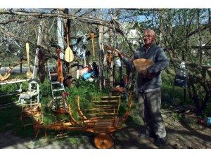 60 yaşında ahşap sanatı