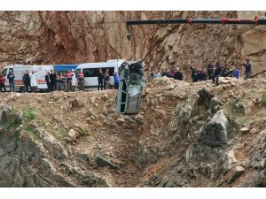 Gölete uçan otomobildeki baba ve çocukların cesedine ulaşıldı