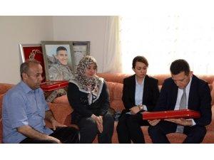 Şehit Ömer Bilal Akpınar'ın şehadet belgesi ailesine teslim edildi