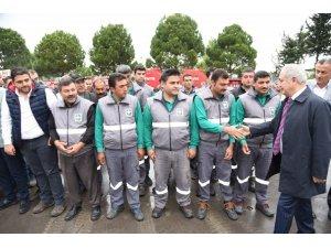 Başkan Kara, kadroya geçen taşeron işçilerle bir araya geldi