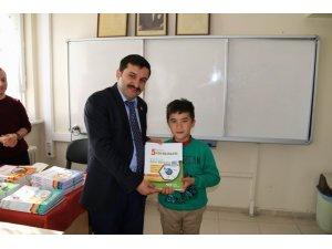 Ulaş'ta kurs öğrencilerine kitap desteği