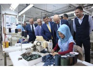 Başbakan Yardımcısı Fikri Işık, tekstil çalışanlarını ziyaret etti