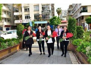 Adana esnafına karanfilli karnaval teşekkürü