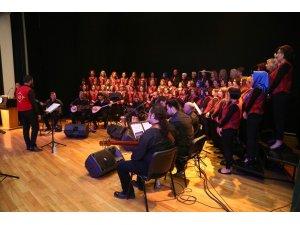 Halk Merkezleri Korosu'nun yıl sonu konseri