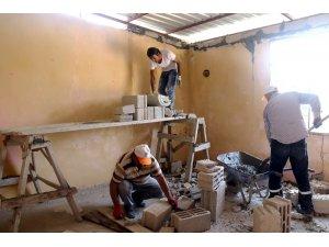 Akdeniz'de ihtiyaç sahibi vatandaşların evleri yenileniyor