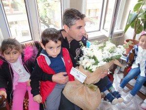 Şirinler Akademisi'nin çocukları polis haftası kutladı